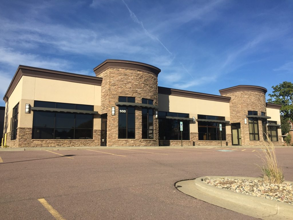 Pettigrew Heights Plaza – Rent Special!