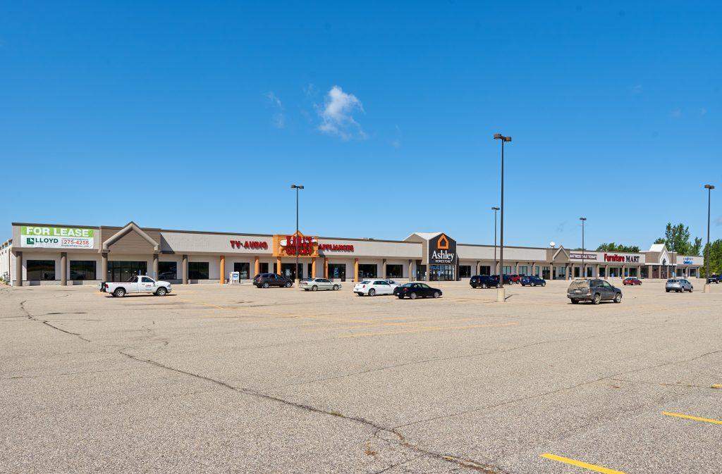 Medford, MN Endcap Retail Space