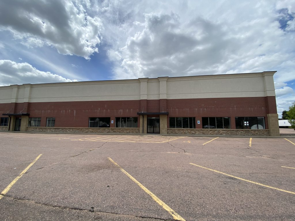 Retail/Warehouse Near 41st & Louise at 3201 S. Shirley Ave.